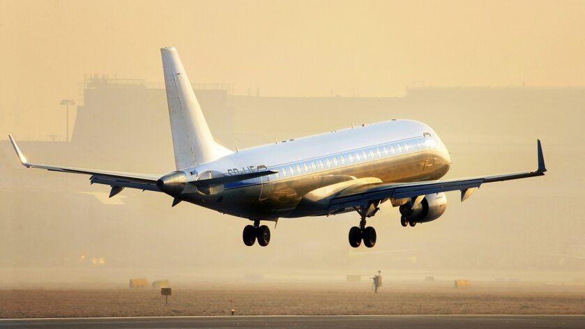 Samolot, port lotniczy (zdj. ilustracyjne)