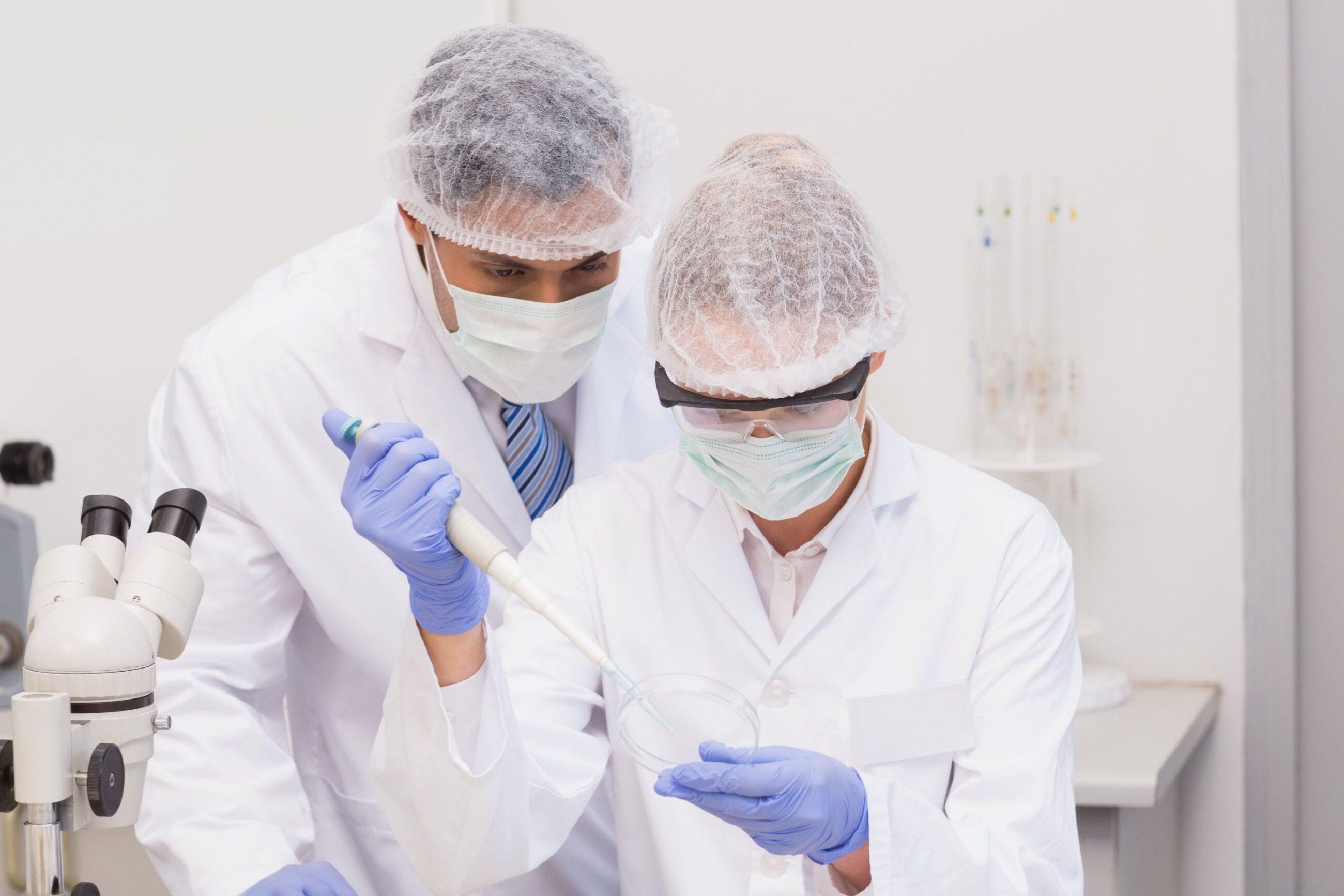 Praca w laboratorium, zdj. ilustracyjne