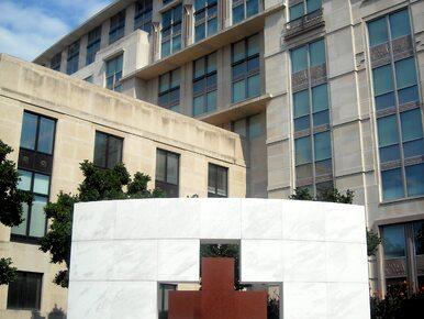 Czerwony Krzyż: 21 pracowników organizacji płaciło za usługi seksualne