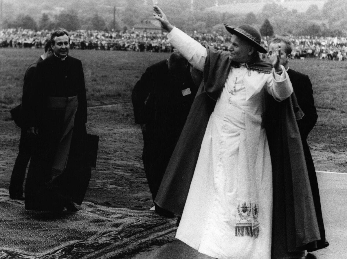 Jan Paweł II podczas pielgrzymki do Polski w 1979. Zdjęcie wykonane w Krakowie
