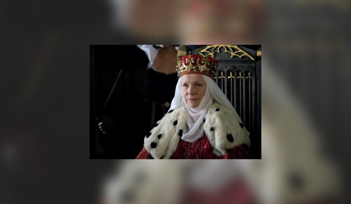 Królowa Jadwiga (Halina Łabonarska) Małżeństwo księżniczki kaliskiej z Władysławem Łokietkiem zawarte zostało najprawdopodobniej w 1293 r. w celu umocnienia sojuszu z Przemysłem II Wielkopolskim, stryjecznym bratem Jadwigi. Od tej pory przez czterdzieści lat dzieliła z Łokietkiem usłany wieloma przeszkodami los. Po ucieczce męża z kraju sama przez kilka lat wychowywać musiała dzieci w trakcie pobytu w kujawskim Radziejowie. Ciężkie chwile wynagrodzone zostały jej w 1320 r., gdy koronowana została na królową Polski. Do końca życia wiernie wspierała męża w sprawowaniu władzy. Jadwiga była z pewnością dumną kobietą o silnym charakterze, o czym przekonała się Aldona-Anna. Po śmierci Władysława nie zgodziła się na koronację synowej, twierdząc, że za jej życia tylko ona tytułować może się królową Polski. Ostatecznie uproszona przez ukochanego syna, zgodziła się na koronację jego żony. Sama zaś udała się do klasztoru klarysek w Starym Sączu, gdzie w służbie bożej dopełniła życia