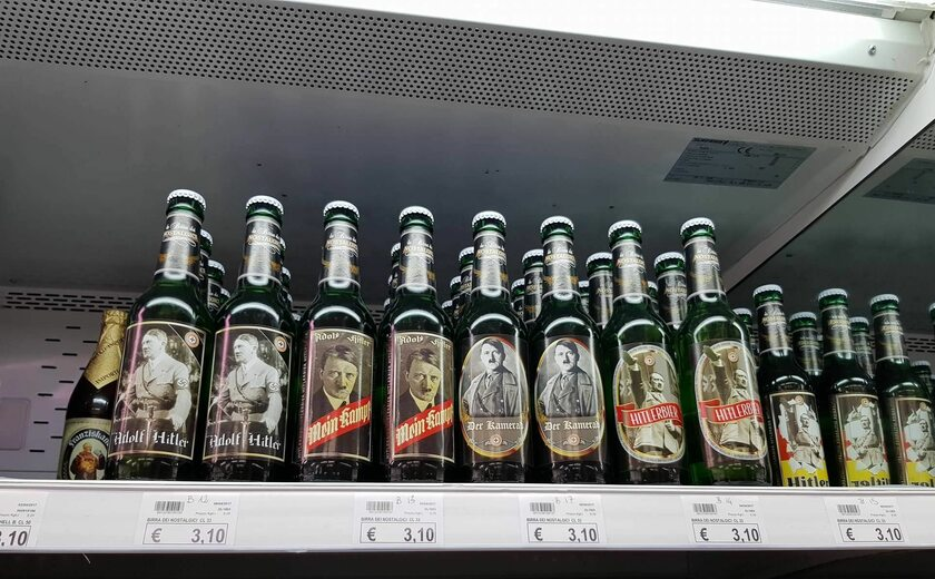 Piwo na półce w sklepie w Lido di Jesolo