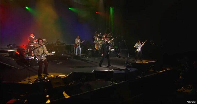 Screen z koncertu Toto