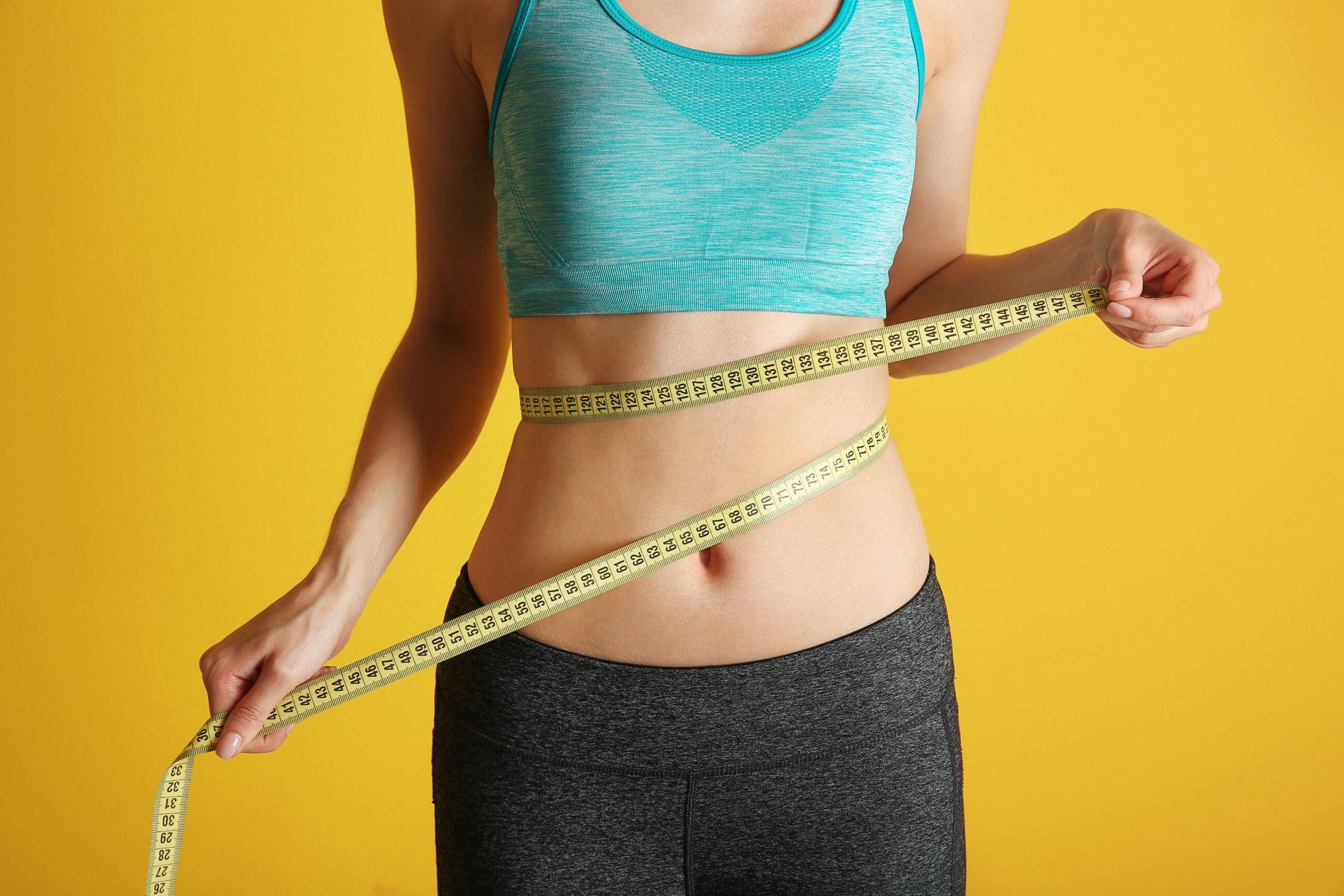Średnia zawartość tkanki tłuszczowej zgromadzonej w ciele kobiety wynosi: