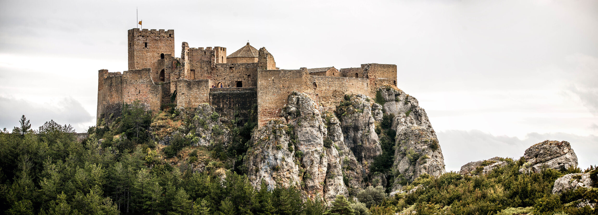 """Castillo de Loarre, Hiszpania Zachowany w dobrym stanie zamek z XI wieku. Według pierwotnych planów miał być o wiele mniejszy. To tutaj kręcono większość scen do filmu Ridleya Scotta """"Królestwo Niebieskie""""."""