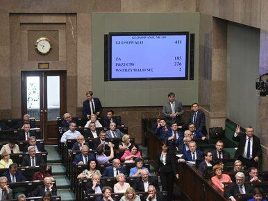 Sejm poparł projekt podwyżek cen paliw. Jak głosowali poszczególni...