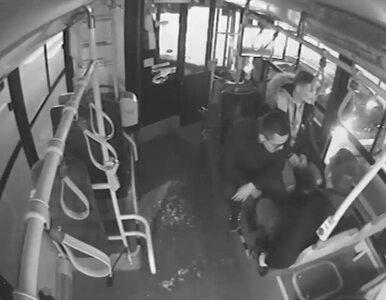 Warszawa. Zwymiotował w autobusie i pobił kierowcę. Policja publikuje...