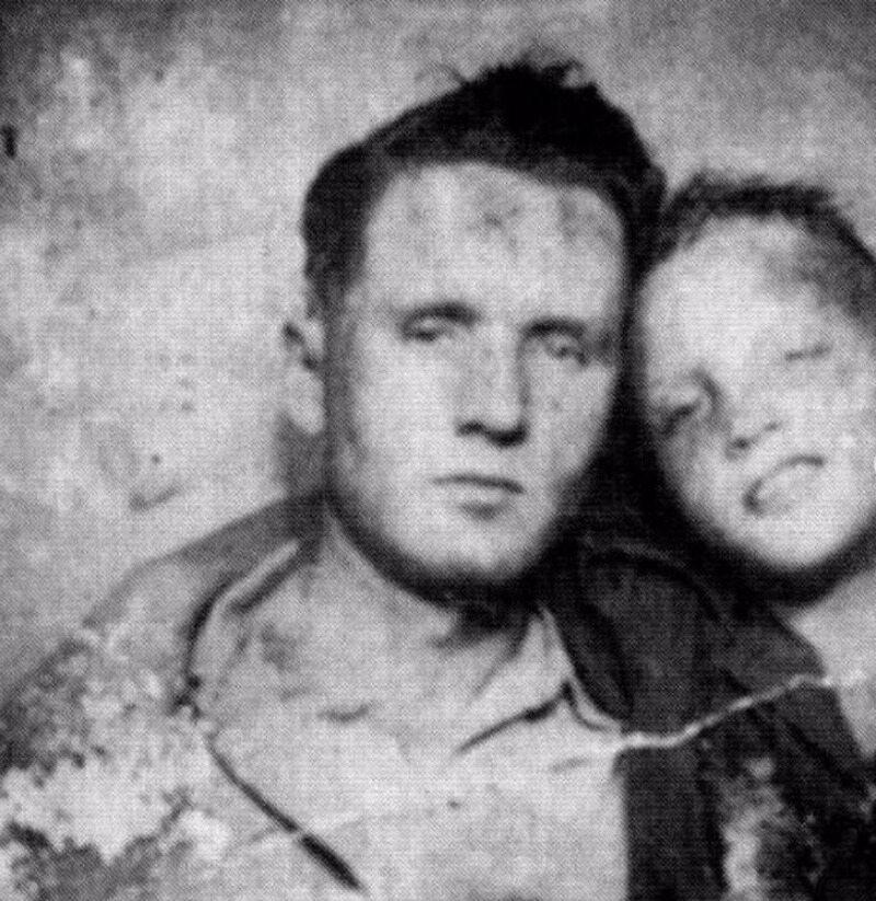 Vernon Presley i mały Elvis Presley