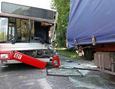 Poważny wypadek w Tarnowskich Górach. Autobus zderzył się z ciężarówką