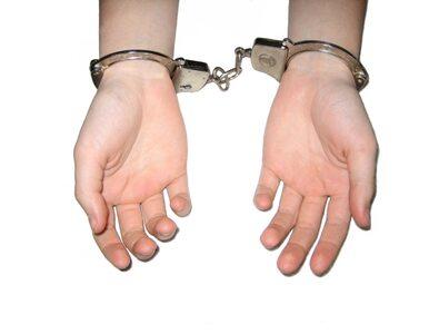 Kilkunastu zabójców i gwałcicieli przebywa na wolności