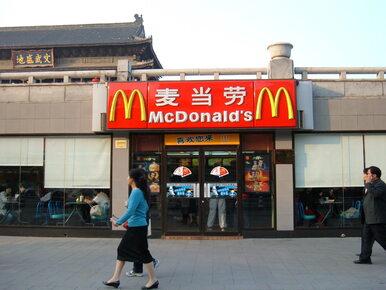 McDonald's zaserwował im kurczaka z piórami. Mało apetyczne zdjęcia...