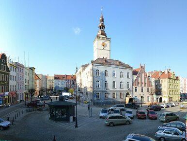 Ogromna akcja ABW w Dzierżoniowie. RMF FM: Chodzi o neofaszystów