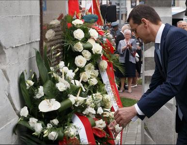 Mateusz Morawiecki odsłonił pomnik smoleński w Kraśniku. Jego...