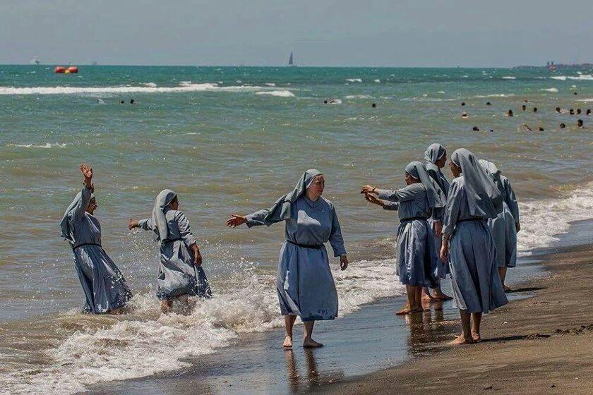 Zakonnice na plaży