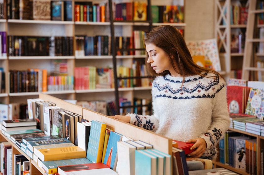 Dziewczyna z księgarni (zdj. ilustracyjne)