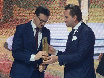 Premier Mateusz Morawiecki i jego zespół gospodarczy ministrów z tytułem...