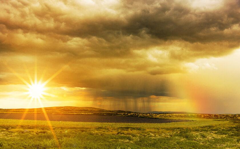 Słońce, deszcz, zdj. ilustracyjne