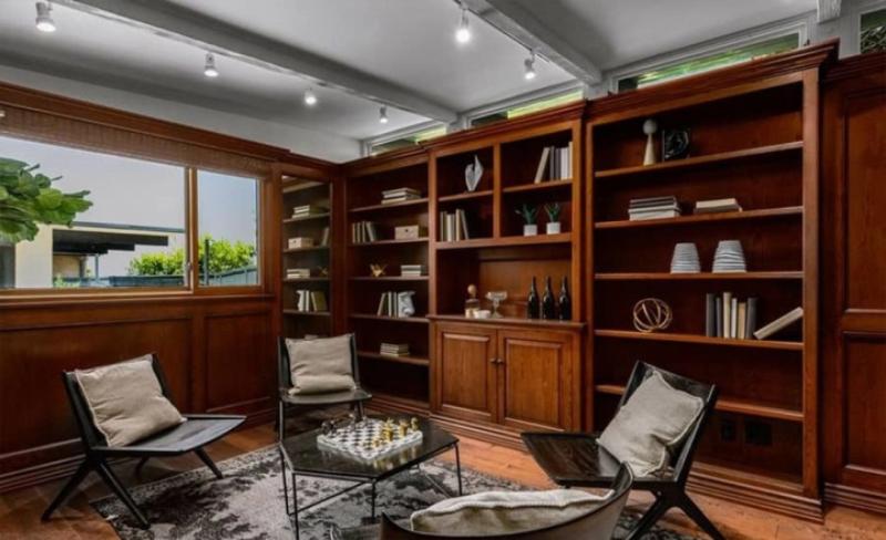 Dom w Sherman Oaks w Los Angeles