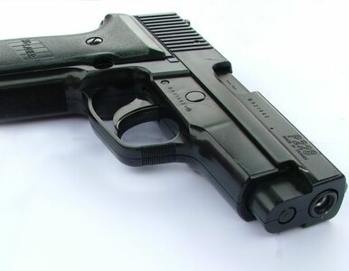 Ojciec postrzelił 15-letniego syna. Nie wie, jak broń znalazła się w...