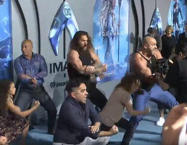 """Bojowy taniec haka na premierze """"Aquamana"""". Media społecznościowe..."""