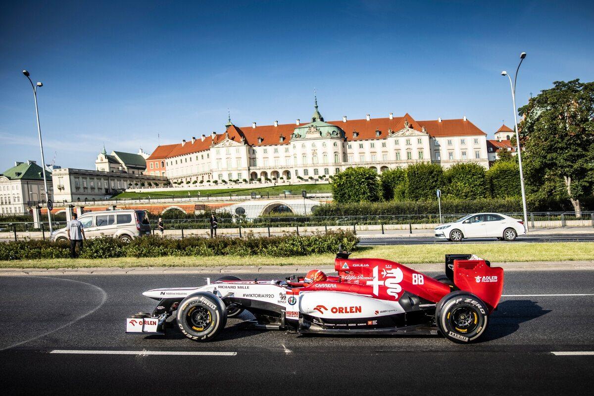 Wyścig ORLEN: Kubica w bolidzie, Marszałek w motorowodnym bolidzie
