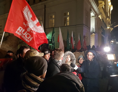 Niestosowne hasła na demonstracji narodowców przed Pałacem Prezydenckim....