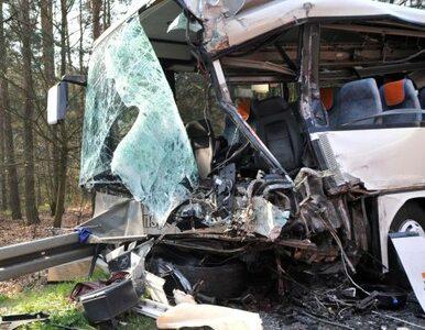 Wjechał ciężarówką w autobus. Sprawca tragiczne wypadku do aresztu nie...