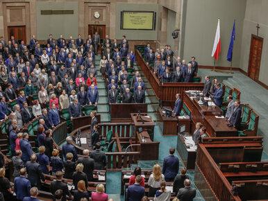 Sondaż poparcia dla partii. PO zyskuje, tylko cztery partie w Sejmie
