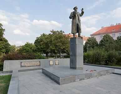 Burmistrz Pragi znalazł się pod ochroną policji. W tle usunięty pomnik i...