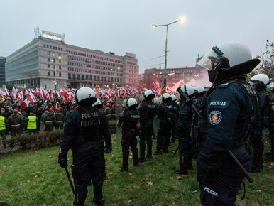 Policjanci z Krakowa oddają potrzebującym premie za służbę w Warszawie....