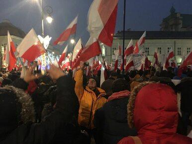 Demonstracja poparcia dla władz przed Pałacem Prezydenckim. Gliński: Nie...