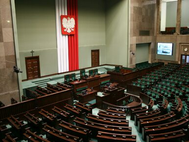 Projekt tzw. ustawy dezubekizacyjnej wraca do komisji