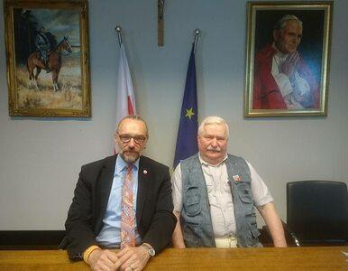"""Wałęsa fotografuje się z Kijowskim. Internauci niezadowoleni: """"To błąd"""",..."""